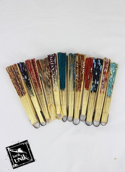 Souvenir Kipas Batik Katun Sedang Glitter