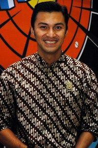 Baju batik artis - anjasmara menyukai batik sejak kecil