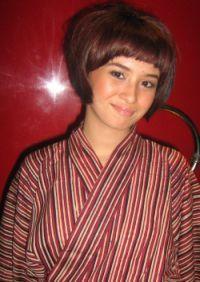 Baju batik artis - ayushita gemar koleksi dan pakai batik