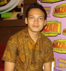 Baju batik artis - ben joshua bangga pakai batik